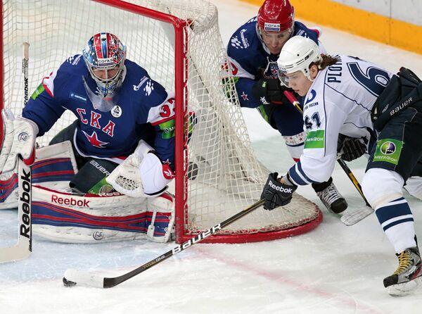 Игровой момент матча СКА - Амур