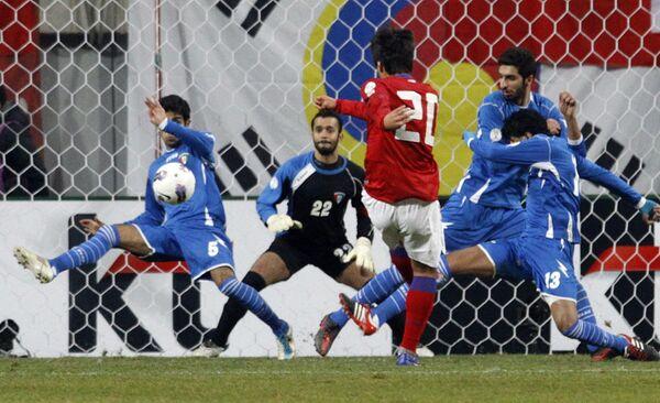 Игровой момент матча Южная Корея - Кувейт