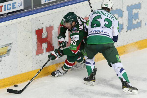 Игровой момент матча Ак Барс - Салават Юлаев