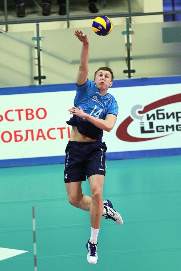 Подаёт Дмитрий Щербинин