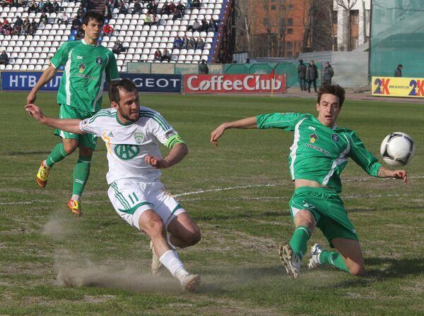 Игровой момент матча Томь — Терек