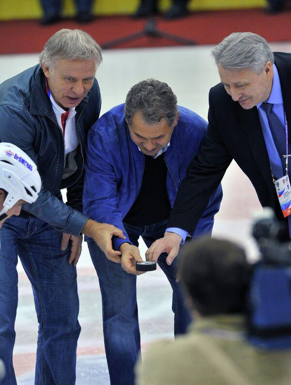 Вячеслав Фетисов, Сергей Шойгу и Александр Якушев (слева направо)