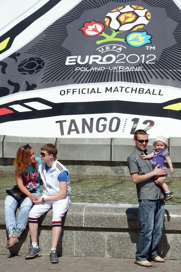 Рекламный баннер в виде официального мяча Евро-2012