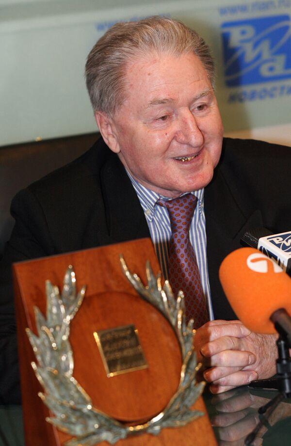 А.Парамонов - лауреат Национальной спортивной премии Слава - 2005 в номинации Легенда