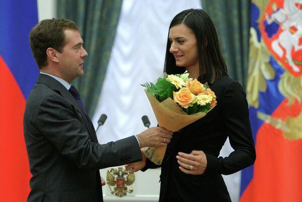 Дмитрий Медведев и Елена Исинбаева (слева направо)