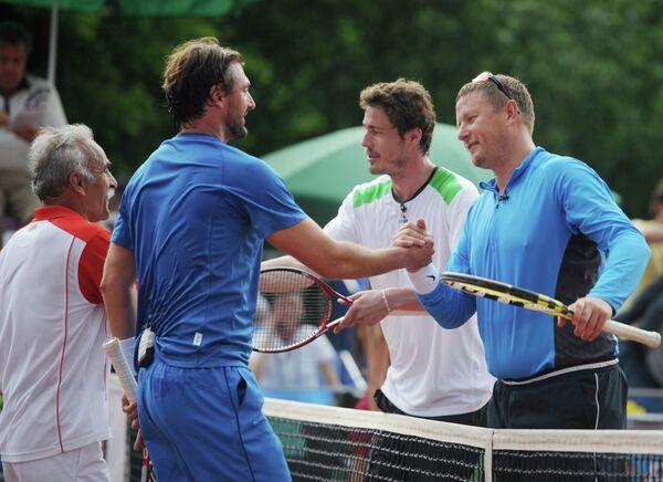 Игровой момент матча Легенды Тенниса - 2012