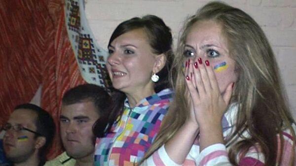 Украинцы болеют за свою сборную в храме под присмотром отца-настоятеля