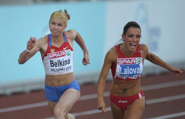 Ольга Белкина (слева)