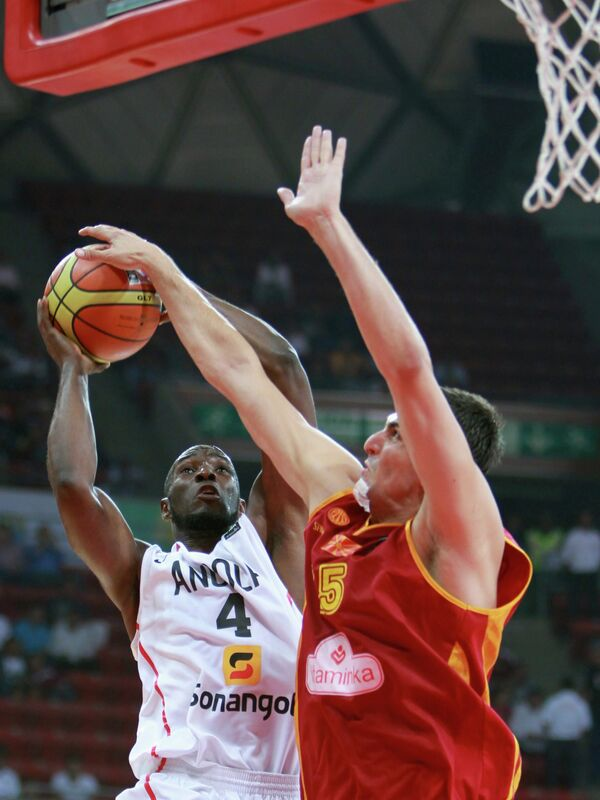 Игровой момент матча Македония - Ангола