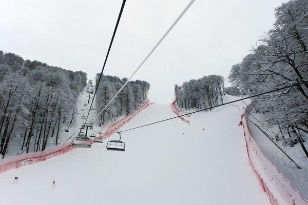 Трасса скоростного спуска на территории горнолыжного центра Роза Хутор