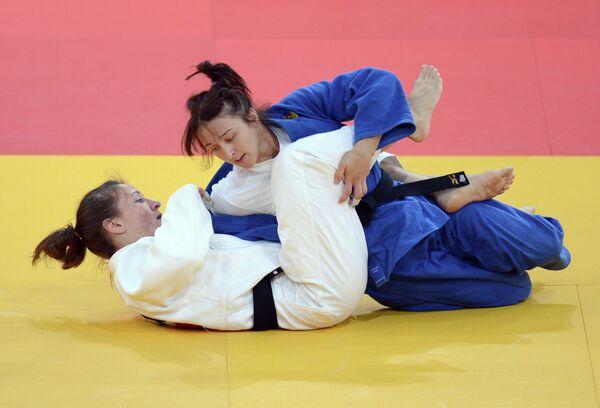 Ирина Заблудина (в синем) и Марти Мэлла