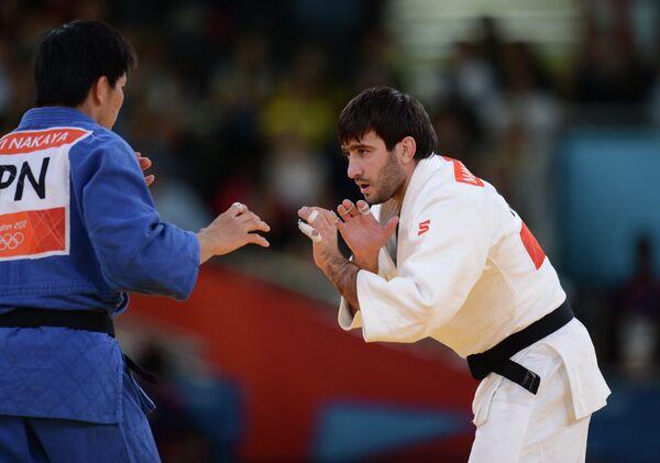 Мансур Исаев (в белом) и Рики Накаи