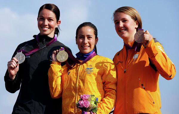 Мариана Пахон (в центре), Сара Уокер (слева) и Лаура Смалдерс