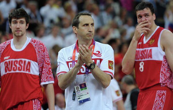Дэвид Блатт (в центре), Сергей Карасев (слева) и Александр Каун (справа)