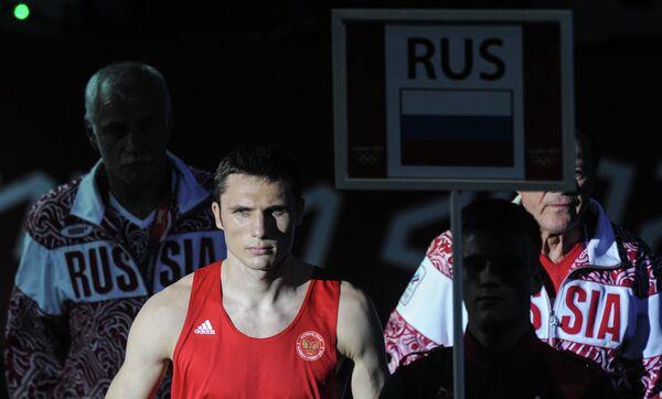 Андрей Замковой (в красном)
