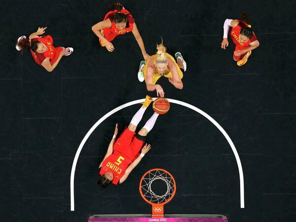 Баскетболистка сборной Австралии Лорен Джексон в матче против сборной Китая