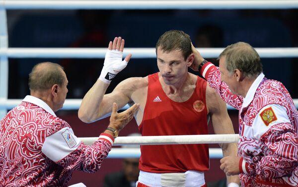 Егор Мехонцев (в центре)