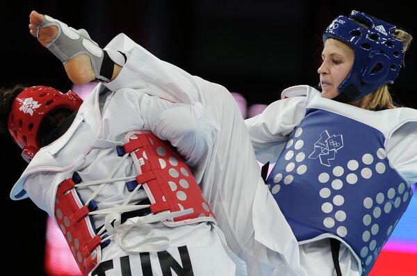 Анастасия Барышникова (в синем)
