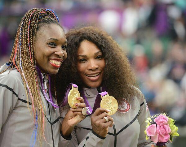 Винус и Серена Уильямс (слева направо)