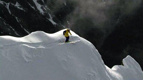 Лыжники и сноубордисты исполняли крутые трюки на высоте 2000 метров