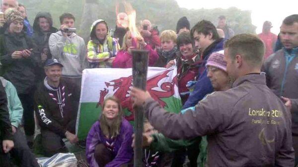Паралимпийцы зажгли огонь предстоящих игр на самой высокой горе Уэльса