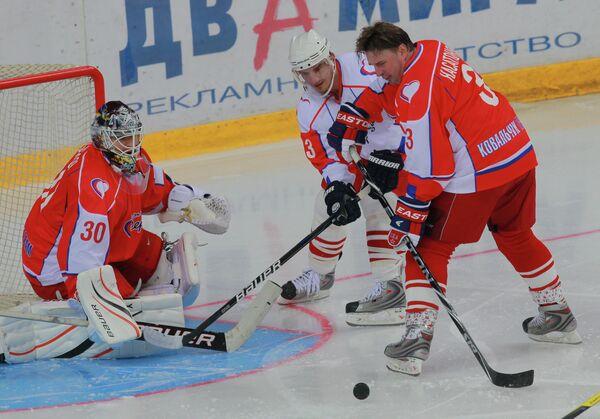 Игровой момент благотворительного матча между  Малкин Тим - Ковальчук Тим