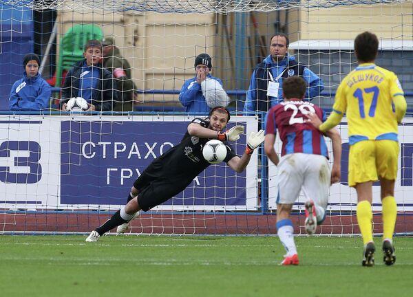 Игровой момент матча Волга — Ростов