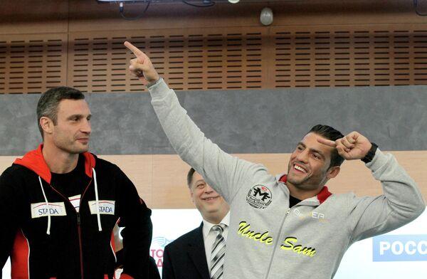 Виталий Кличко и Мануэль Чарр(слева направо)