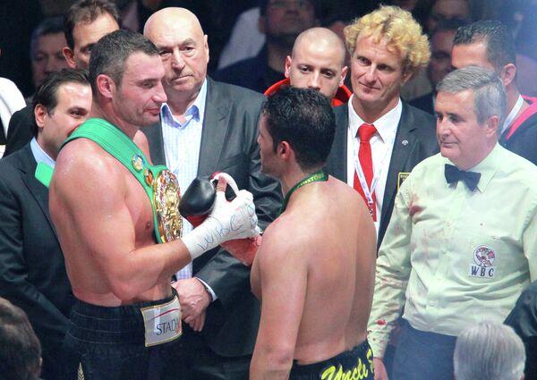Виталий Кличко и Мануэль Чарр (слева направо)
