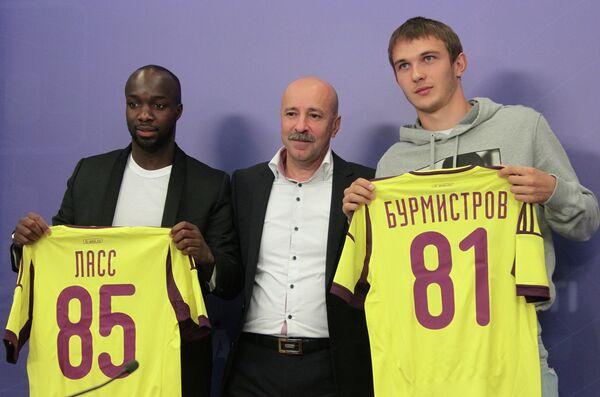Презентация игроков Анжи Лассаны Диарра (слева) и Никиты Бурмистрова (справа)