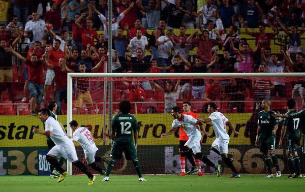 Игровой момент матча Реал - Севилья