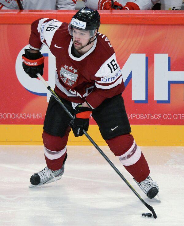 Нападающий сборной Латвии Каспарс Даугавиньш