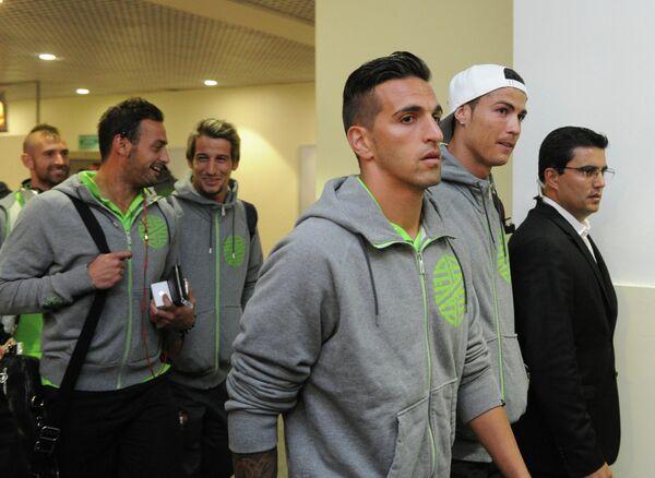 Мигел Лопес (на первом плане), Бету, Фабиу Коэнтрау (слева направо), Криштиану Роналду (второй справа)