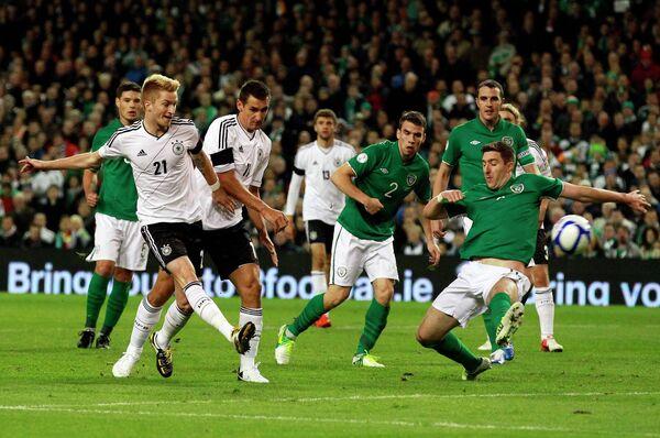 Игровой момент матча сборных Герамнии и Ирландии