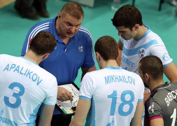 Главный тренер Зенита-Казани Владимир Алекно (в центре)