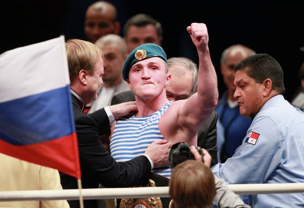 Бокс. Поединок между Денисом Лебедевым и Джеймсом Тони