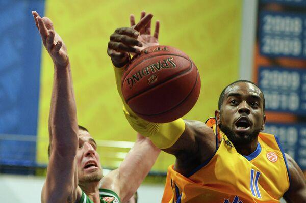 Игровой момент матча Химки - Олимпия