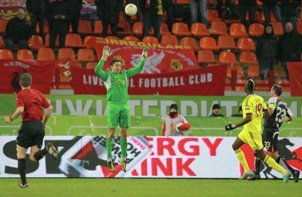 Игровой момент матча Анжи - Ливерпуль
