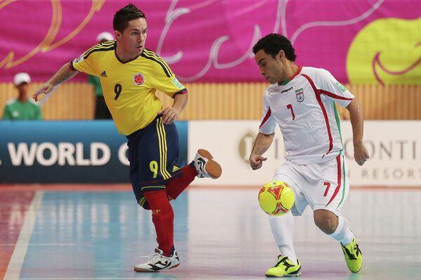 Игровой момент матча Колумбия-Иран