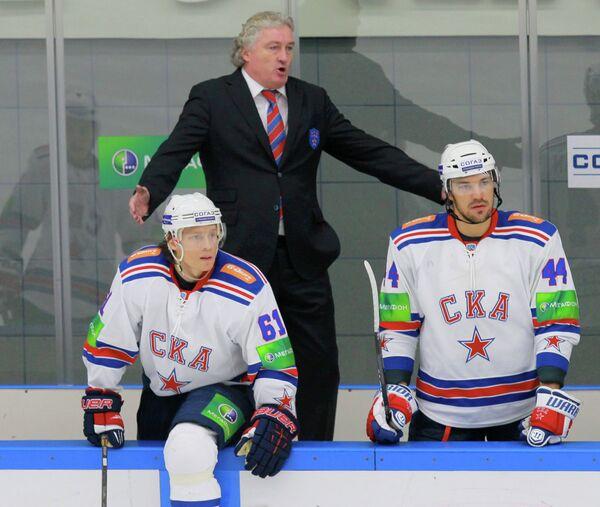 Игрок СКА Максим Афиногенов, главный тренер СКА Милош Ржига и игрок СКА Евгений Артюхин (слева направо)