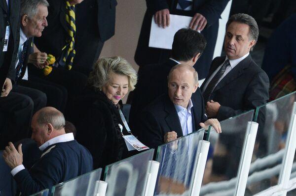 Татьяна Тарасова, Владимир Путин и Виталий Мутко (слева направо)