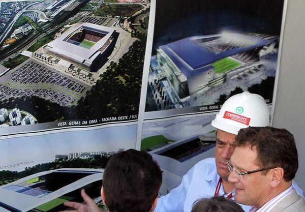 Генеральный секретарь ФИФА Жером Вальке во время визита нового стадиона Арена Коринтианс