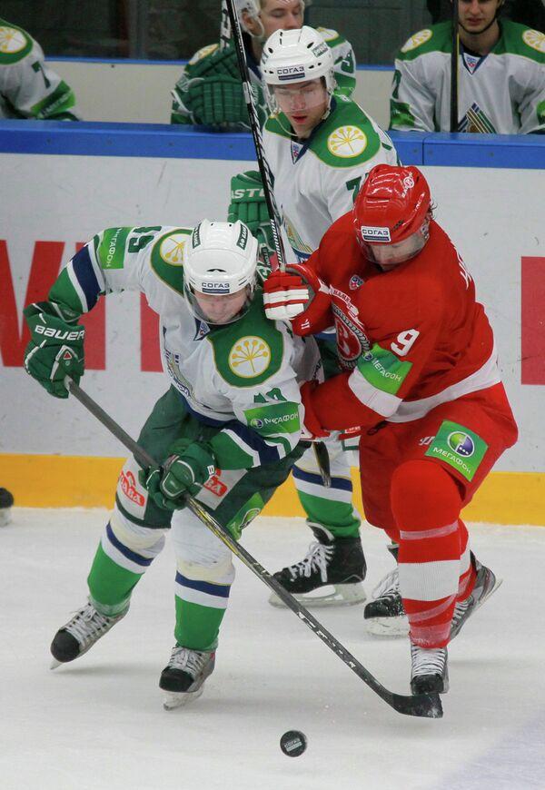 Игровой момент матча Витязь - Салават Юлаев