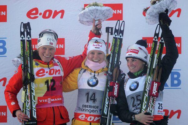 Слева направо: норвежка Тура Бергер (второе место), немки Мириам Гесснер (первое место) и Андреа Хенкель (третье место).