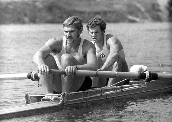Чемпионы СССР по академической гребле Владимир Ешинов и Николай Иванов