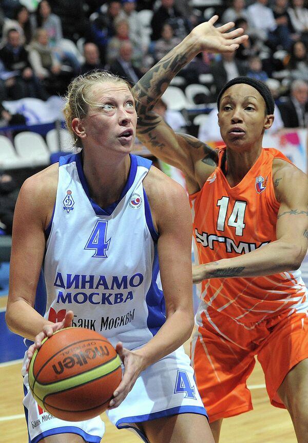 Игровой момент матча УГМК - Динамо