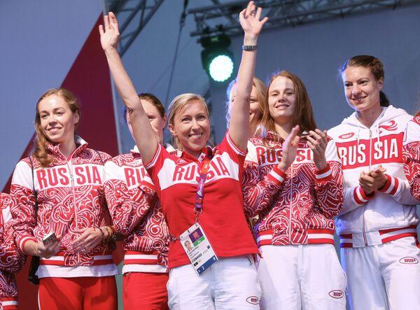 Татьяна Данченко (в центре)