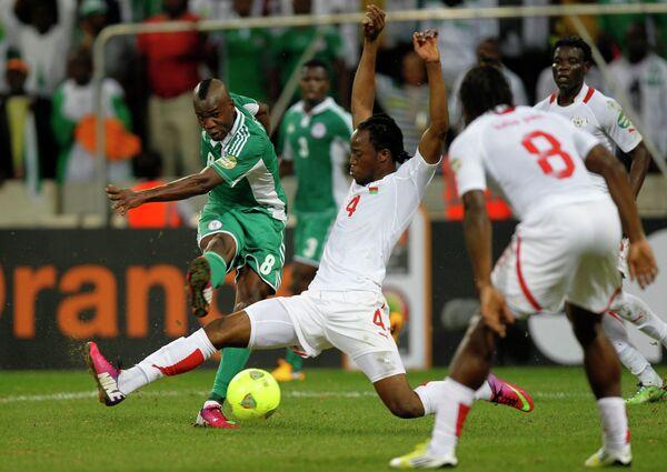 Игровой момент матча Нигерия-Буркина-Фасо