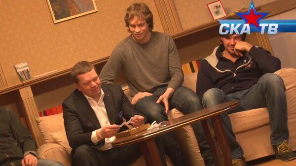 Дети из хосписа расспросили хоккеистов СКА о коньках, выбитых зубах и мечтах