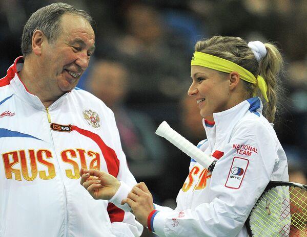 Старший тренер сборной России по теннису Шамиль Тарпищев и российская теннисистка Мария Кириленко
